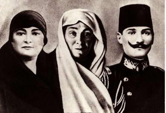 Ger�ek boyutunda g�r�nt�lemek i�in resme t�klay�n.  Ad�:  AtaturkZubeydeMakbule1905.jpg G�sterim: 41 Boyutu:  24.0 KB