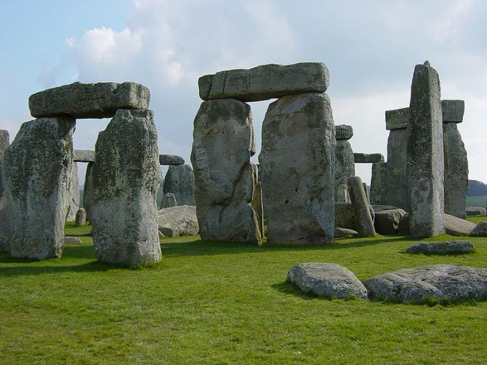 Tam boyut i�in resme t�klay�n.  Ad�:  800px-Stonehenge_Closeup.jpg G�sterim: 15 Boyutu:  66.6 KB ID: 20006