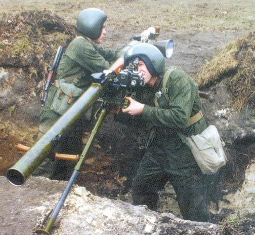Ger�ek boyutunda g�r�nt�lemek i�in resme t�klay�n.  Ad�:  Grenade_launcher_SPG-9M.jpg G�sterim: 48 Boyutu:  109.8 KB