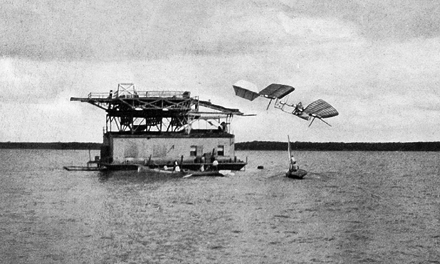 Ad:  Samuel_Pierpont_Langley_-_Potomac_experiment_1903.jpeg Gösterim: 1111 Boyut:  91.0 KB