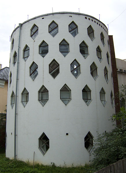 Ad:  436px-Melnikov_House_photo_by_Arssenev.jpg