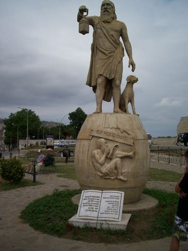 Ad:  Diogenes-statue-Sinop.JPG Gösterim: 460 Boyut:  28.3 KB