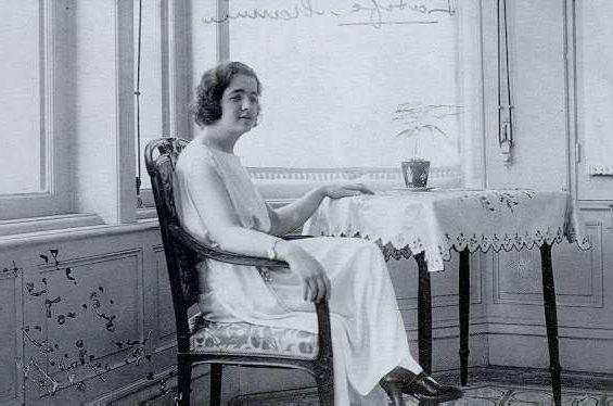 Ad:  Latife_Hanım_(1923).jpg Gösterim: 2797 Boyut:  40.9 KB