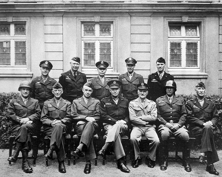 Ad:  751px-American_World_War_II_senior_military_officials,_1945.jpg