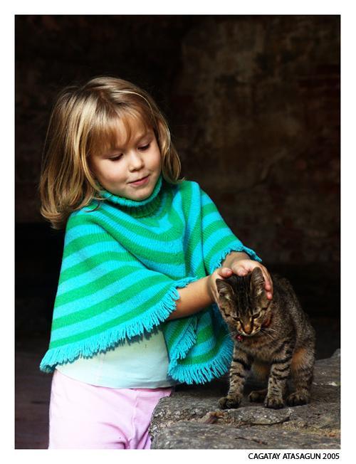 Ad:  golden_hair_girl_and_her_cat.jpg Gösterim: 311 Boyut:  159.7 KB
