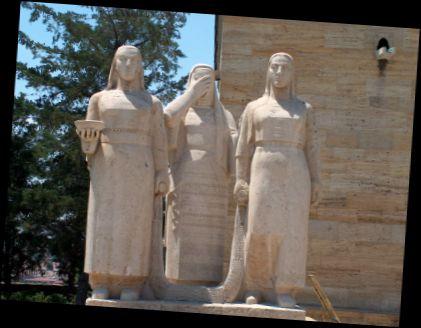 Ad:  kadın heykel grubu.jpg Gösterim: 174 Boyut:  39.2 KB